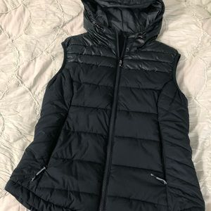 NWOT H&M Sport Hooded Puffer Vest Small